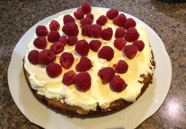Saturday Baking: Lemon and Raspberry Sandwich |